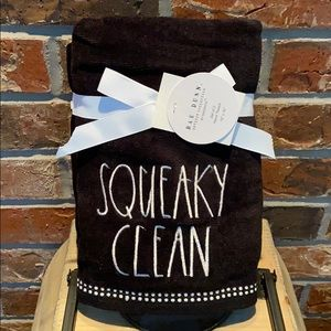 New Rae Dunn Set of 2 SQUEAKY CLEAN Hand Towels